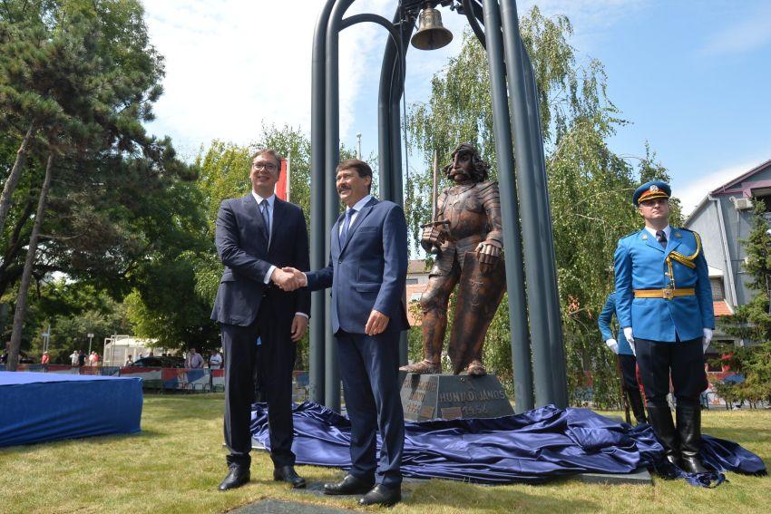 Statuia românului Iancu de Hunedoara, dezvelită la Belgrad în prezenţa preşedintelui Serbiei şi al Ungariei. România nu a fost invitată   Dan Tanasa – jurnalist   Documentat. Incisiv. Din 2008.