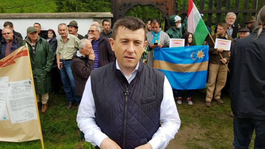 UDMR organizează miting cu 10.000 de oameni la Valea Uzului   Dan Tanasa – jurnalist   Documentat. Incisiv. Din 2008.