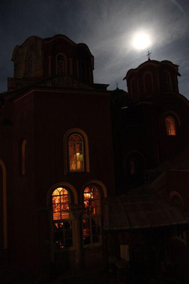 Întreg Sfântul Munte face priveghere pentru combaterea pandemiei (vineri, 27 martie 2020, începând cu ora 21.00) | Sfântul Munte Athos
