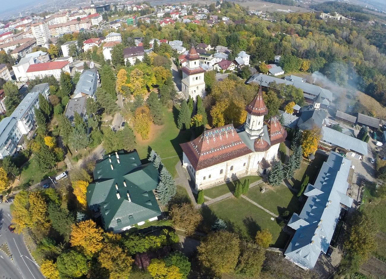 Echipamente de testare COVID-19 în valoare de 100.000 de euro, donate de Arhiepiscopia Sucevei și Rădăuților | Doxologia