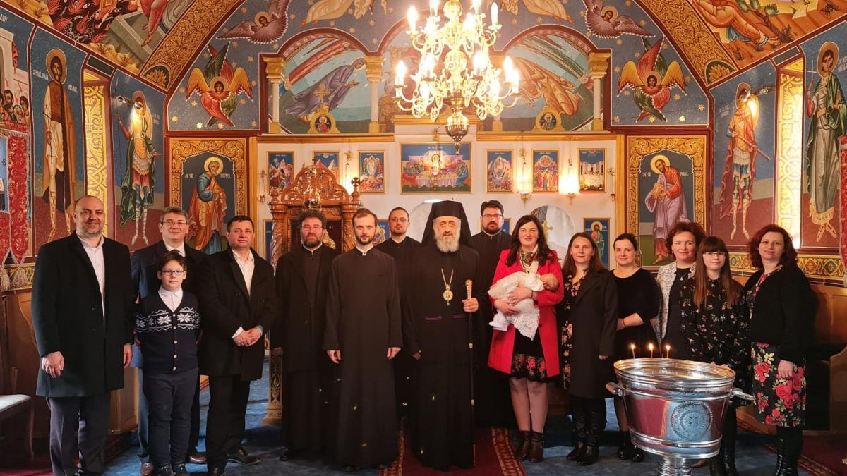 Întâistătătorul Eparhiei noastre a oficiat Taina Sfântului Botez în parohia Merișor, protopopiatul Târgu-Mureș | Reîntregirea