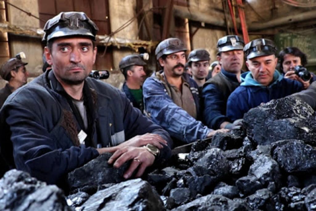 Polonia preferă să primească o amendă de 500.000 de euro pe zi de la UE decât să închidă o mină de cărbune. România închide minele de cărbune, principala sursă de energie folosită de români weekendul trecut   R3media